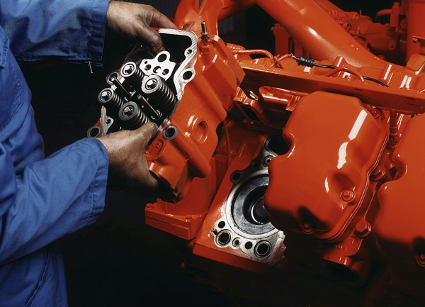 Service, 16 Litre Scania Engine